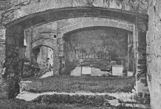 FIREPLACE OF ONE OF THE RUINED ROOMS OF BODIAM